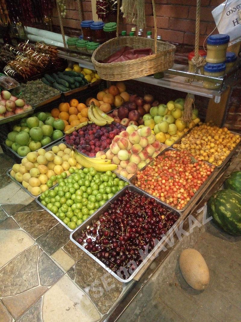 Уличная торговля фруктами