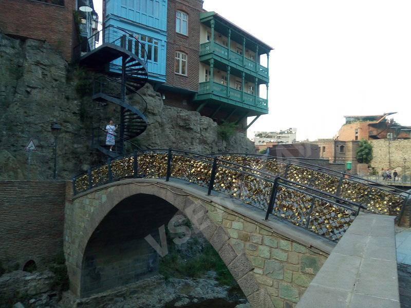 мост влюбленных у водопада в Инжировом ущелье